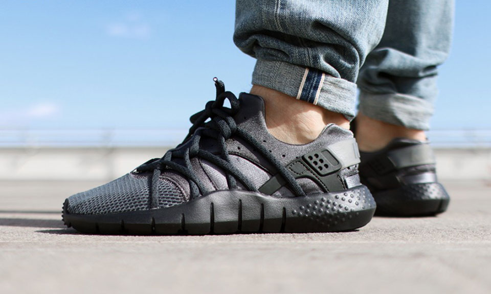 Nike Blacks Out the Huarache NM