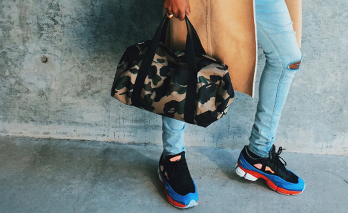 PAUSE Trend: Hand Held Bags
