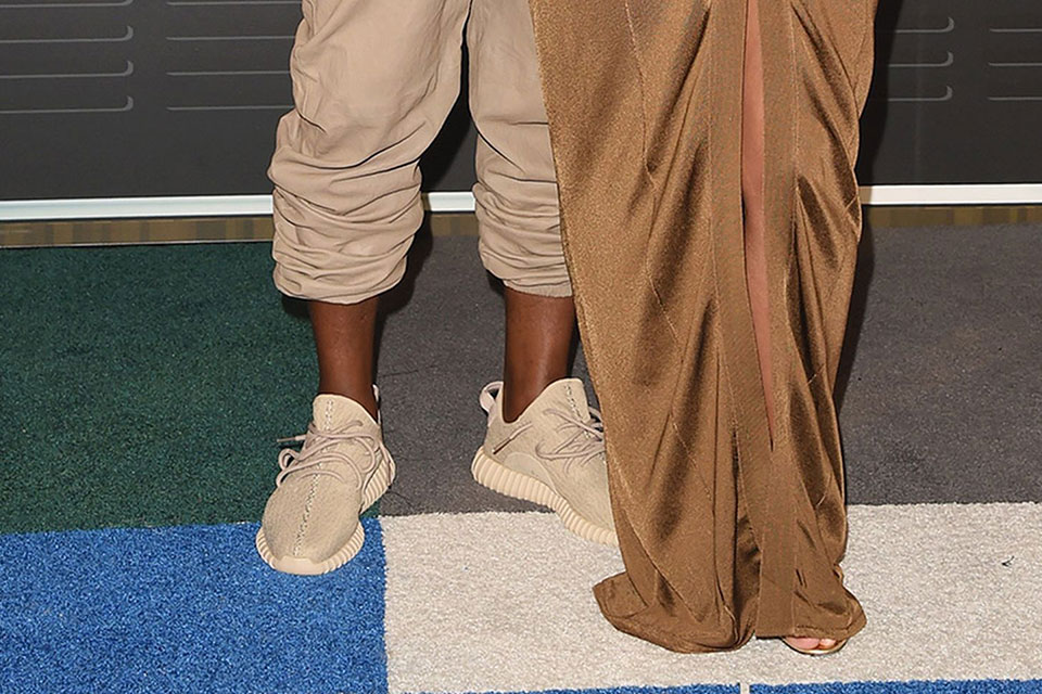 """Spotted: Kanye West in adidas Yeezy Boost 350 """"Beige"""" at MTV VMA"""