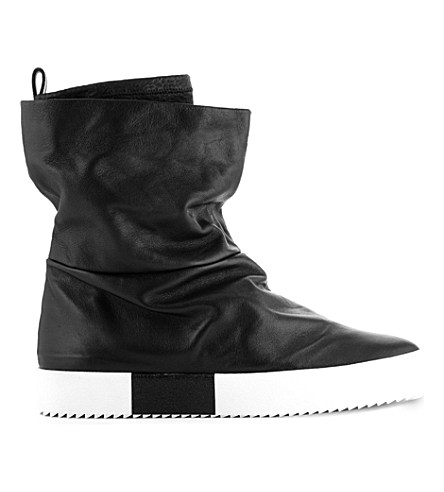 PAUSE Picks: Top 10 All-Black-Everything AW15 Boots