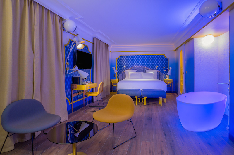 PAUSE Visits: Idol Hotel Paris