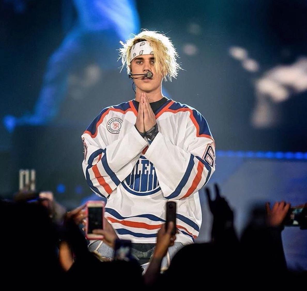 Justin Bieber's performs in Edmonton Oilers Jersey