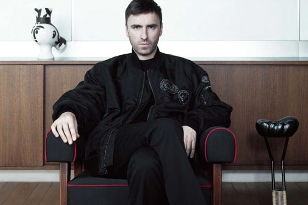 Raf Simons will show Spring 2017 Collection at Pitti Uomo