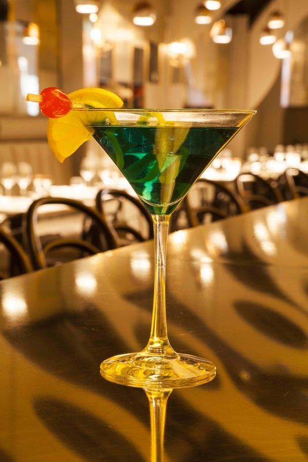 PAUSE Drinks: BackCOUNTER Lounge