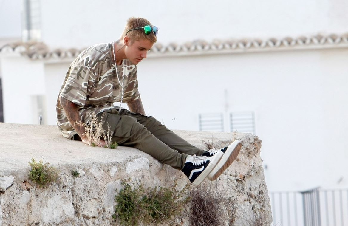 SPOTTED: Justin Beiber in Khaki Camo & Vans x Fear of God