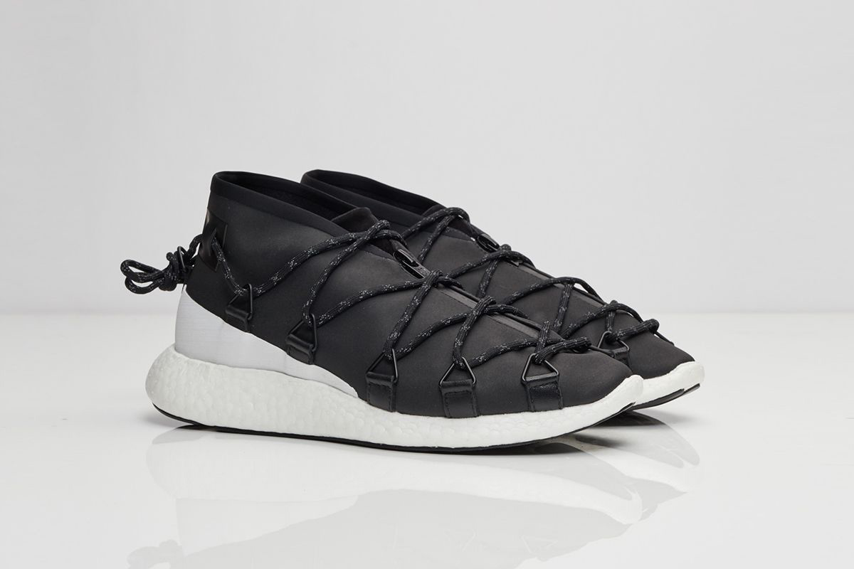 Y3 Releases Cross-Lace Run in Black and White Colourway