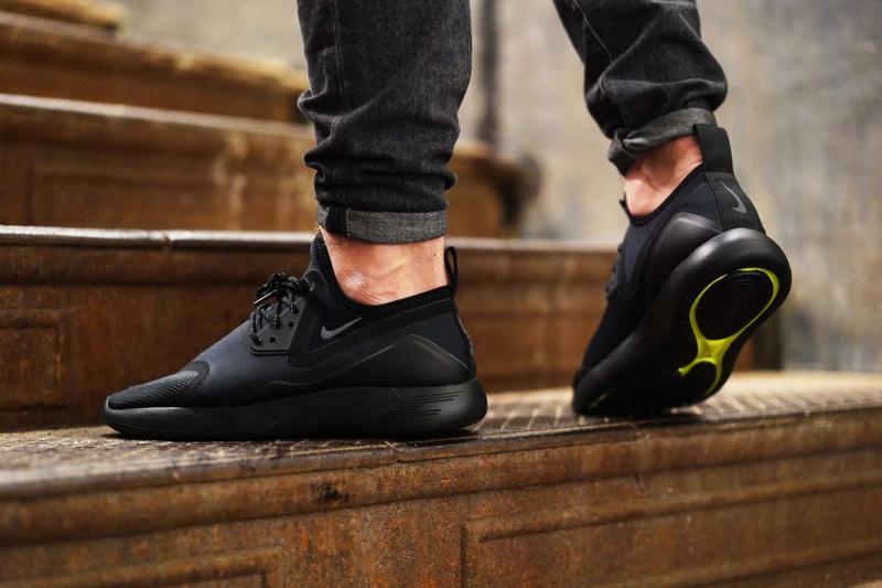 Nike Releasing Triple-Black LunarCharge