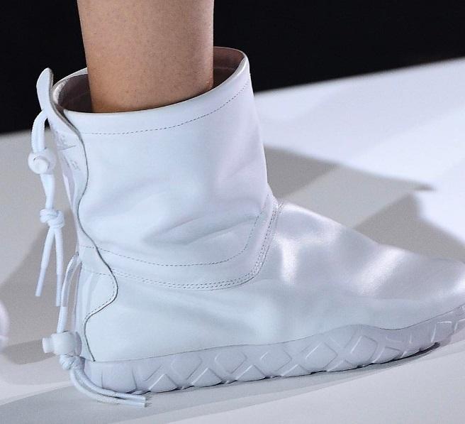 COMME Des GARÇONS x Nike Air Moc Now Available
