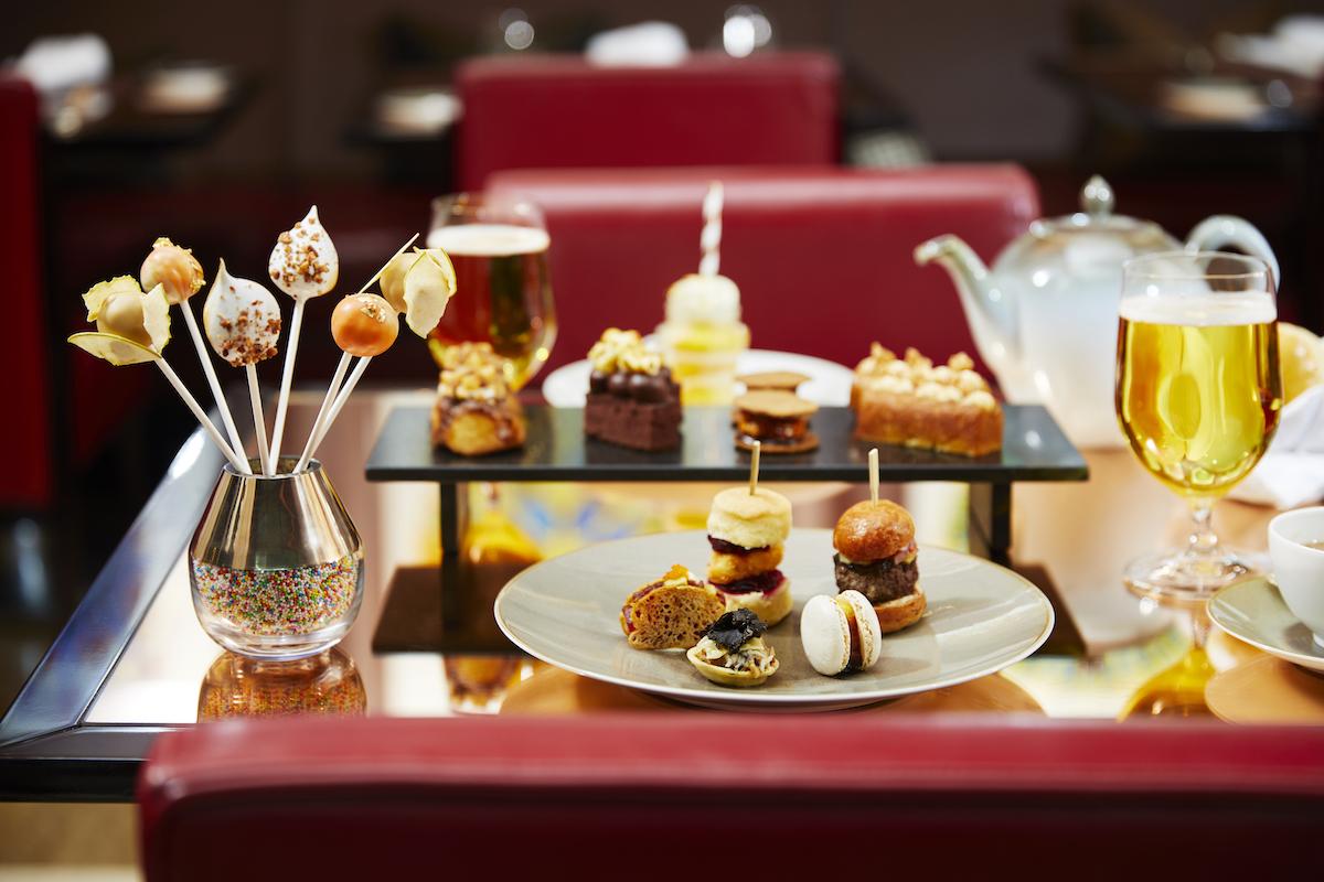 PAUSE EATS: Festive CUTcakes & Tea at 45 Park Lane