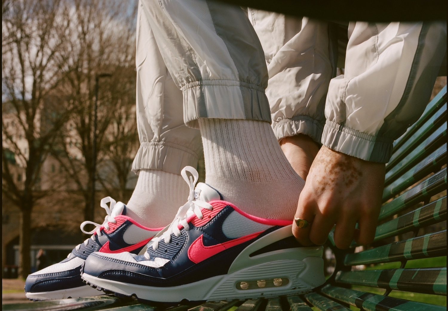 PAUSE Editorial: Nike Air Max 90 FlyEase