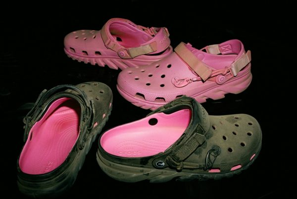 https___hypebeast.com_image_2020_12_crocs-post-malone-black-pink-duet-max-clog-05