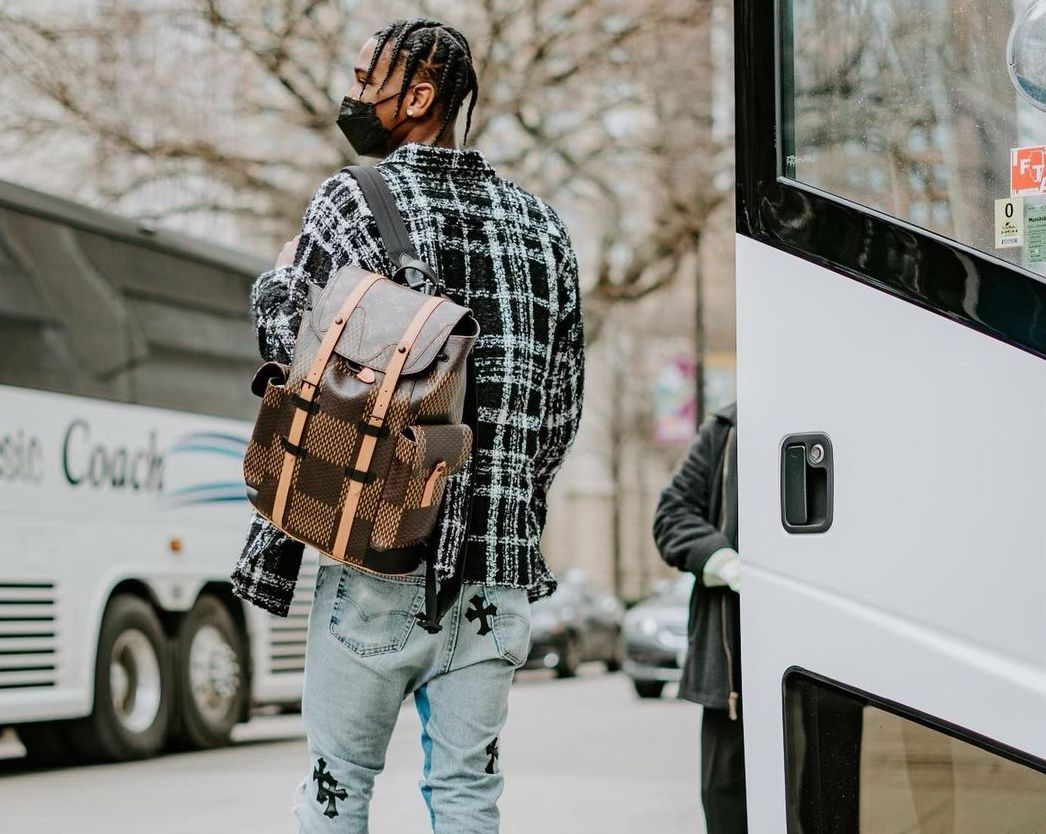 SPOTTED: Shai Gilgeous-Alexander Sports Louis Vuitton Monogram Bag