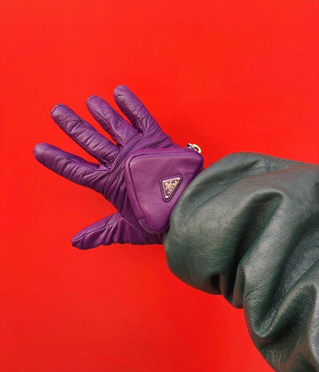 PAUSE or Skip: Prada Pouch Gloves
